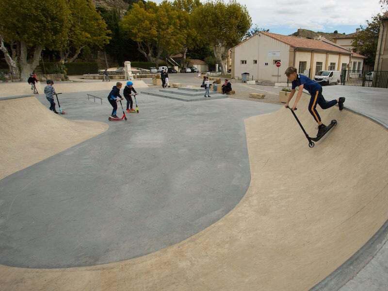 skatepark en beton saint chamas
